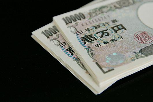 1.年収が300万円以下